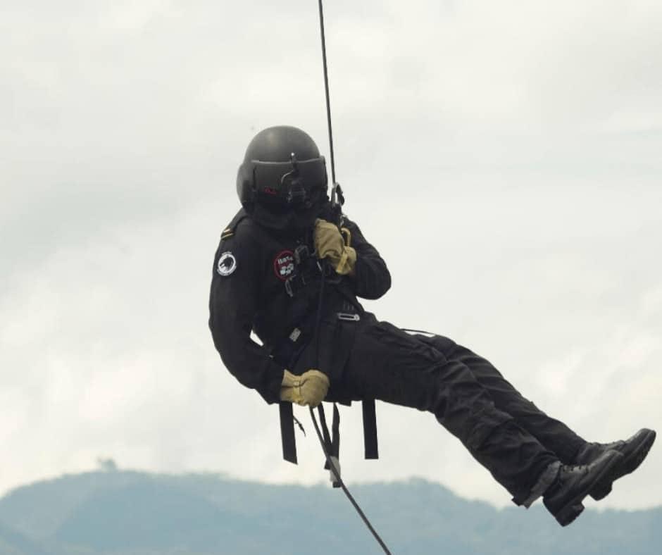 The Rotor Break, Survival Training, Human External Cargo procedures